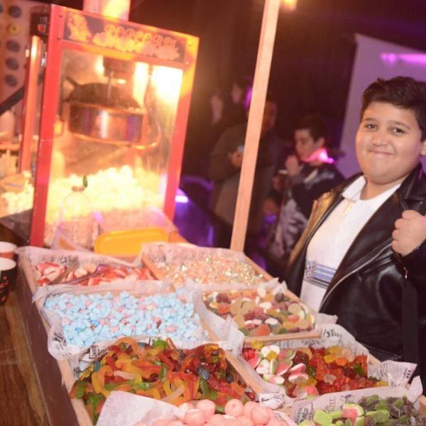 תמונה של ילד שמח במועדון לבת מצווב