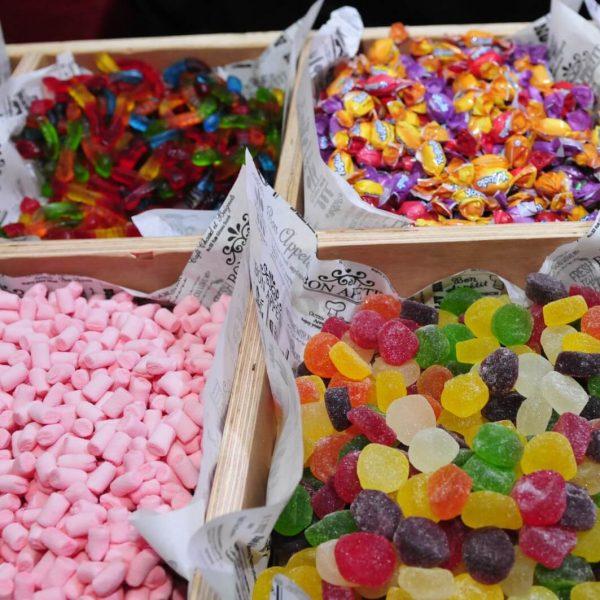 תמונה של ממתקים מסוכרים באירוע בת מצווה