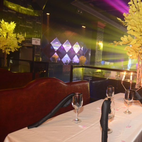 תמונה של שולחן ערוך במועדון לבת מצווה