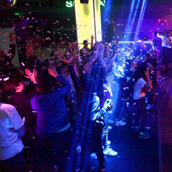 תמונה של מסיבת בת מצווה במועדון ניו יורק