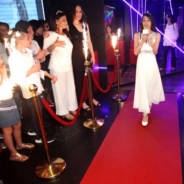 תמונה של כניסה מרשימה למועדון לבת מצווה
