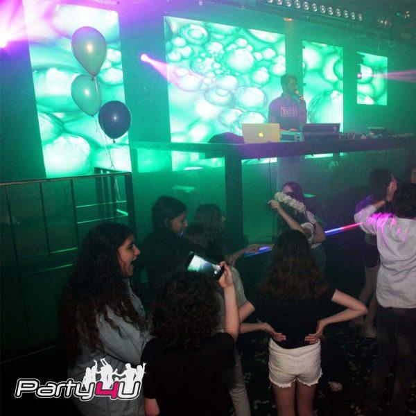 רחבת הריקודים במועדון לבת מצווה בוסטון - תל אביב